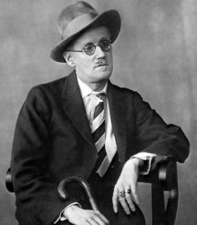 James Joyce fotografiado en 1926